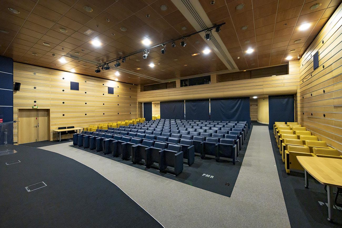 Auditorium, salle conférence, événement - immeuble bureaux Tour CB21 Paris La Défense