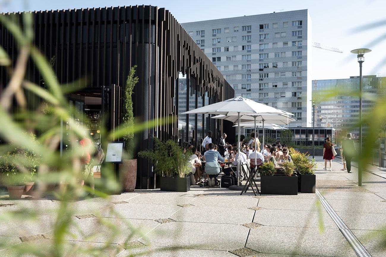 terrasse restaurant immeuble bureaux tour cb21 paris la defense