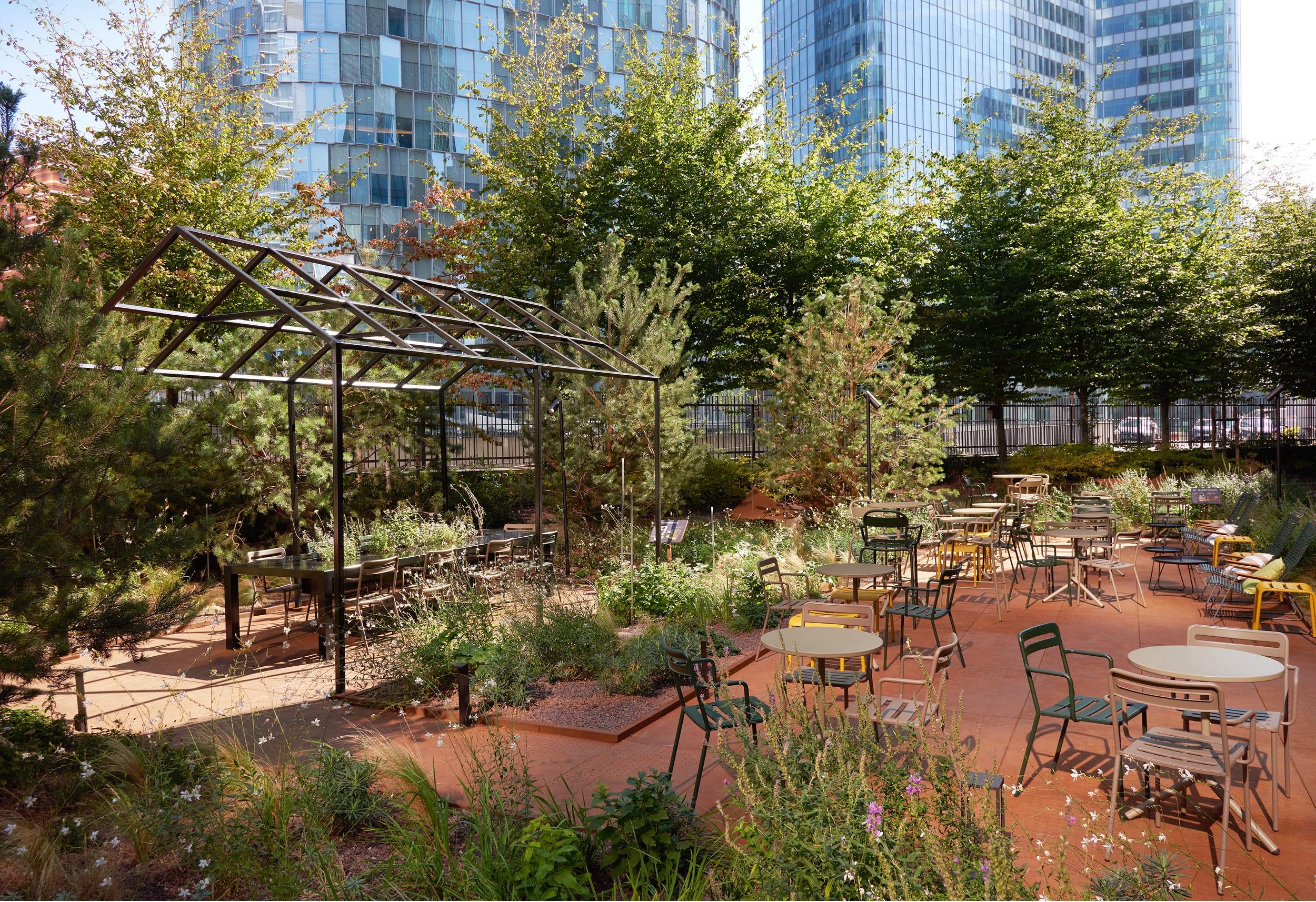La Pergola - jardin immeuble bureaux Tour CB21 Paris La Défense